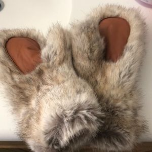 Fur gloves never used